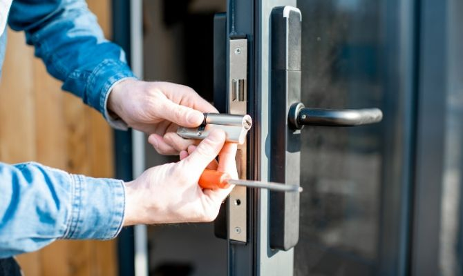 How to Become a Professional Locksmith