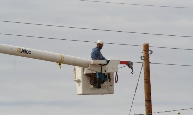 The Most Common Injuries and Dangers in Lineman Jobs