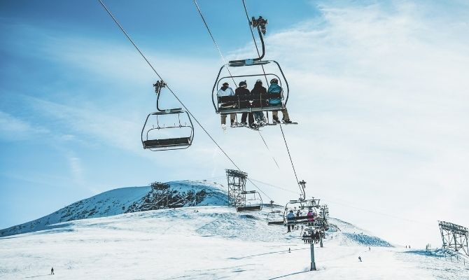 2 Best Ski Destinations for Beginners To Visit