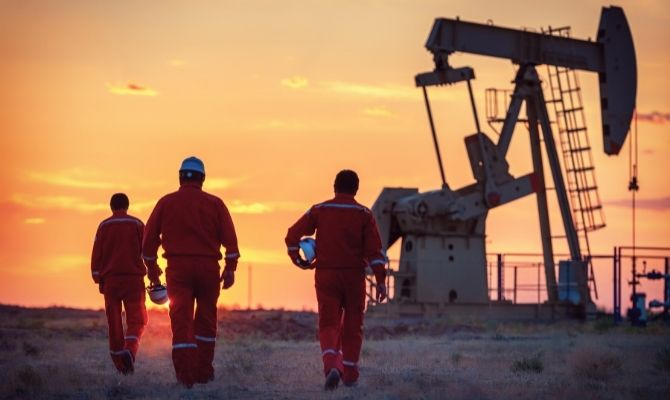 How To Remain Safe While Working in the Oil Fields