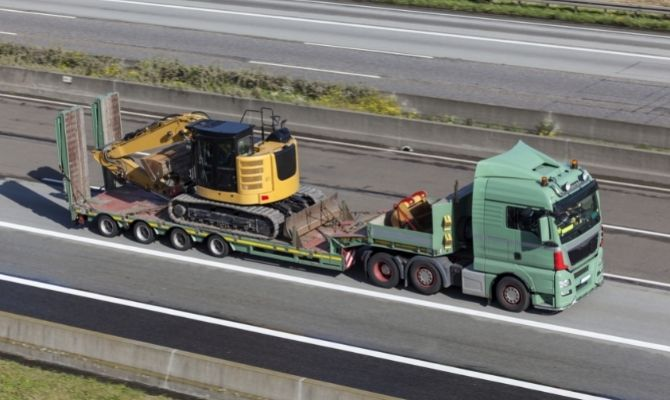 Tips for Hauling Your Heavy Equipment Safely