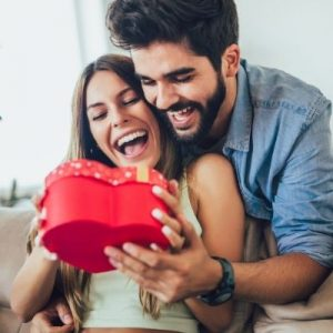 How To Choose the Perfect Gift for Your Girlfriend